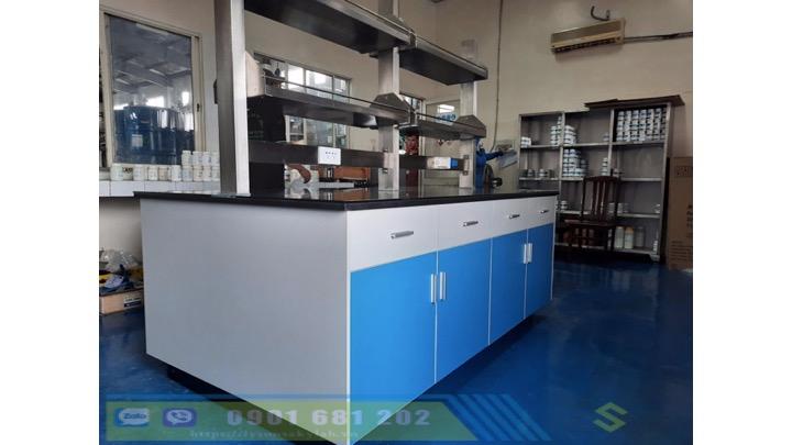 Bàn trung tâm phòng R&D sản phẩm nhựa