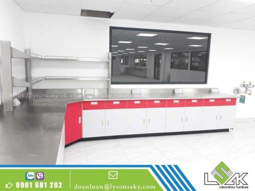 bàn thí nghiệm inox áp tường