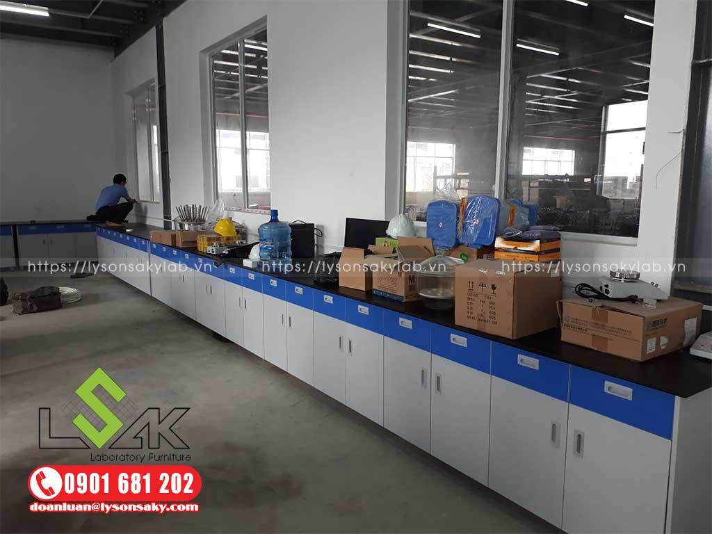 Công ty cung cấp bàn thí nghiệm chất lượng cao tại TPHCM