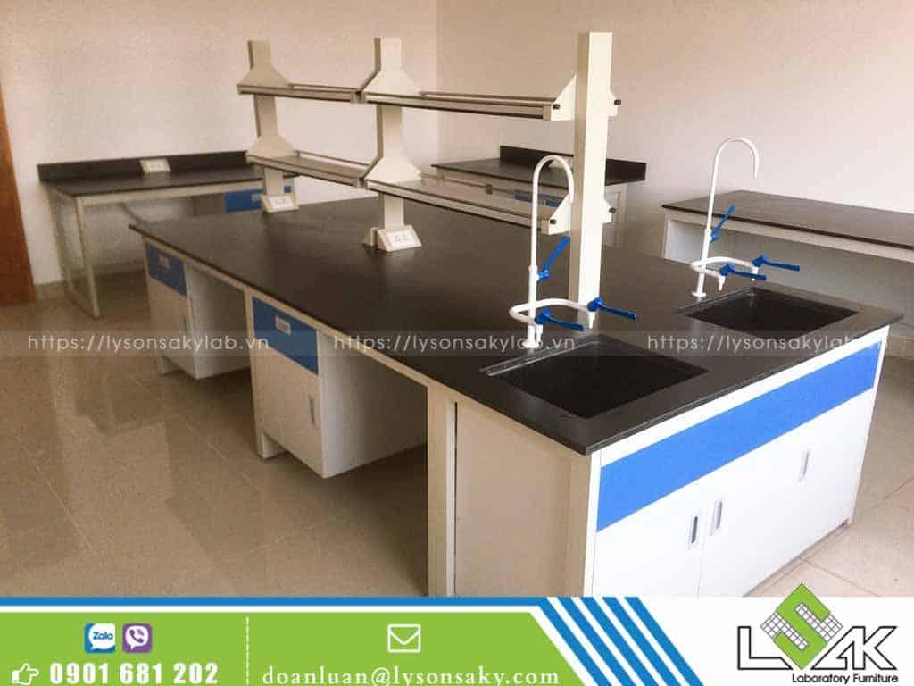 Bàn thí nghiệm trung tâm phòng thí nghiệm công ty Sinoma Nhơn Trạch