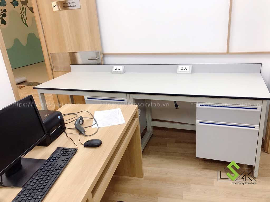 bàn thí nghiệm áp tường tủ treo