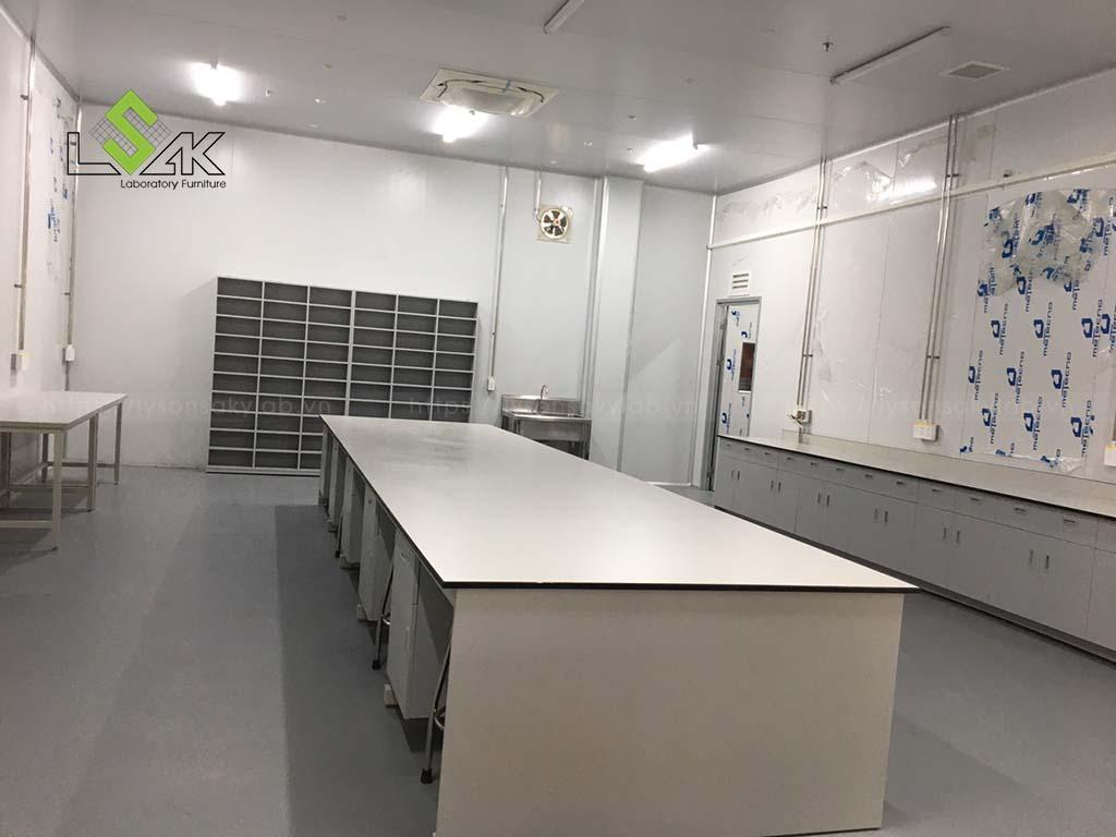 Bàn giao nội thất phòng lab cho khách hàng tại bình thuận