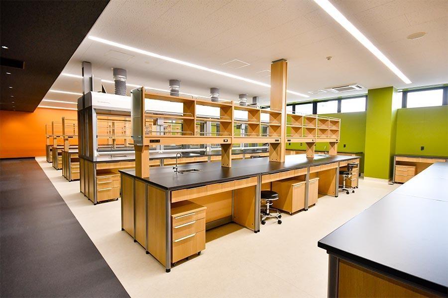 Nội thất phòng thí nghiệm bằng gỗ