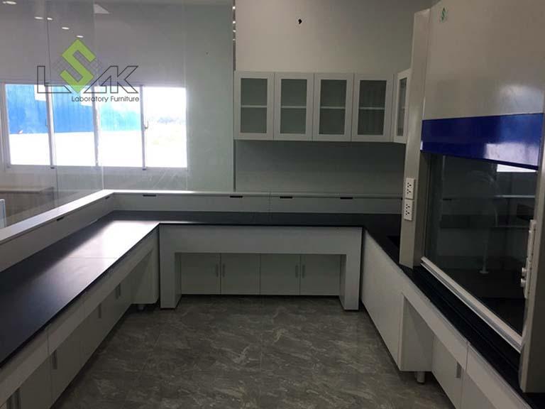 Nội thất phòng thí nghiệm sau khi lắp đặt hoàn chỉnh cho khách hàng