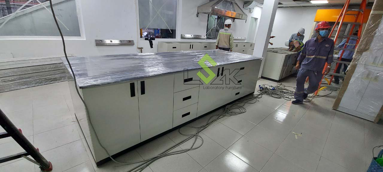 thi công lắp đặt nội thất phòng thí nghiệm hóa lý bằng thép không gỉ