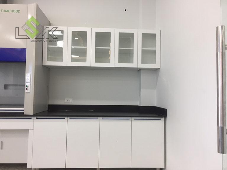 tủ treo trường sử dụng cửa kính