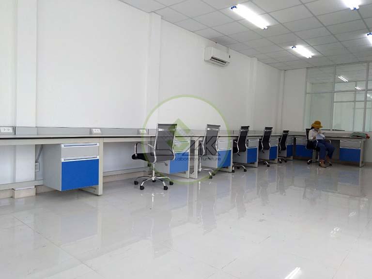 Bàn thí nghiệm áp tường chữ l phòng thí nghiệm nhà máy khai thác khoáng sản