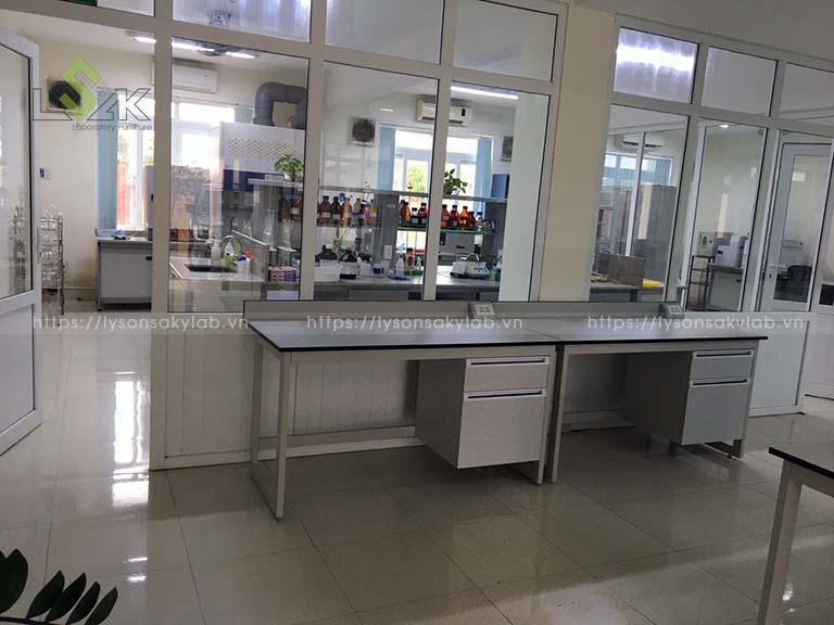 Phòng lab nhà máy sản xuất keo và dung dịch chuyên dụng ô tô Chu Lai