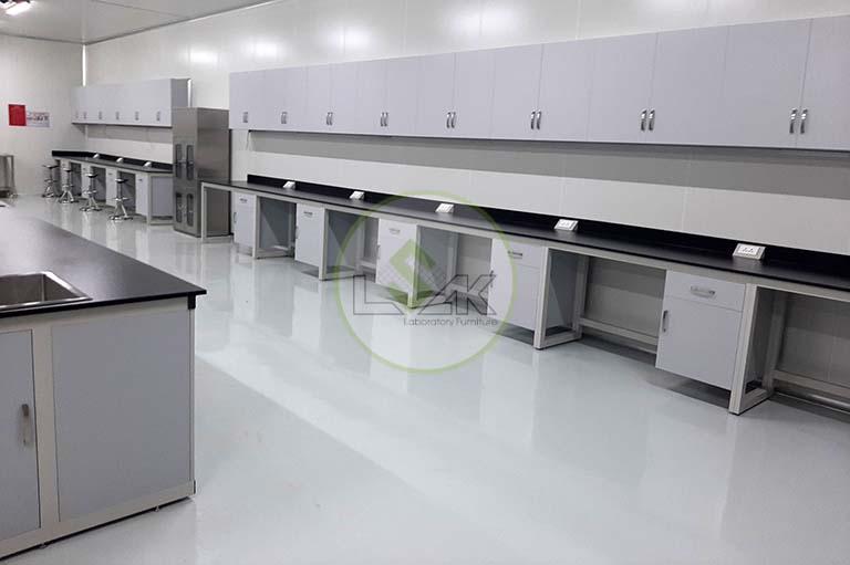 Bàn thí nghiệm phòng lab vi sinh trang trại bò sữa công nghệ cao