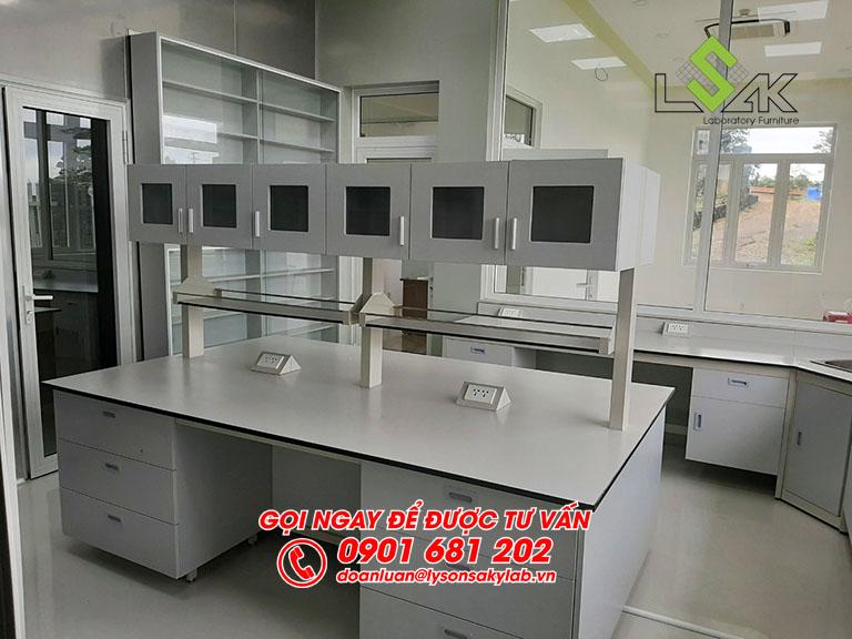 Bàn thí nghiệm trung tâm nội thất phòng thí nghiệm nước hoa Life Essence