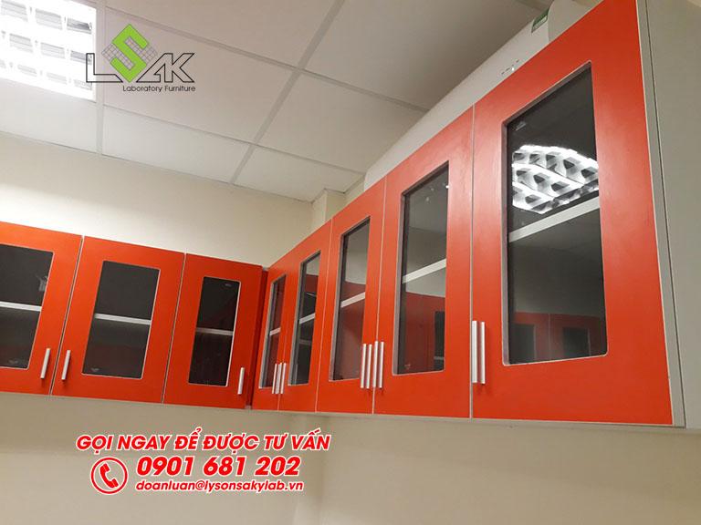 Tủ treo tường cửa kính sử dụng tại phòng thí nghiệm vi sinh nhà máy sữa Candor M.D Organic Trảng Bàng