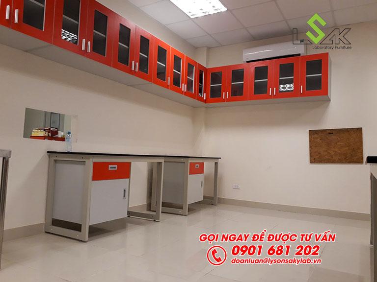 Tủ treo tường nội thất phòng lab Hóa Lý và Vi Sinh nhà máy sữa Candor M.D Organic Trảng Bàng