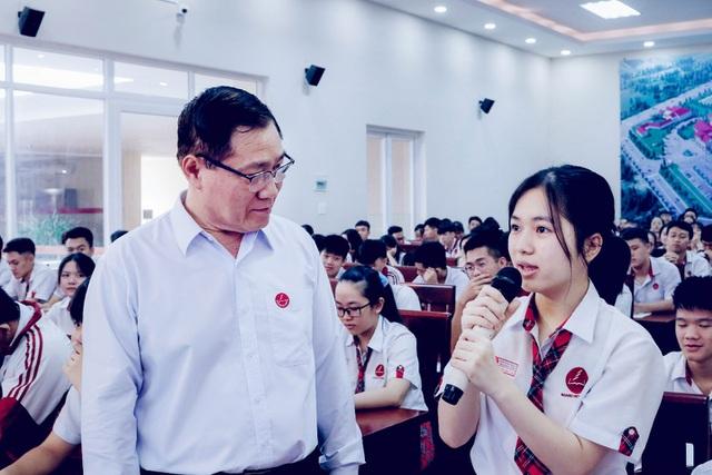 Theo Nhà giáo ưu tú Trần Đức Huyên – Hiệu trưởng Trường Hoàng Việt cho biết nhà trường có sự đầu tư nghiêm túc cho giáo dục STEM